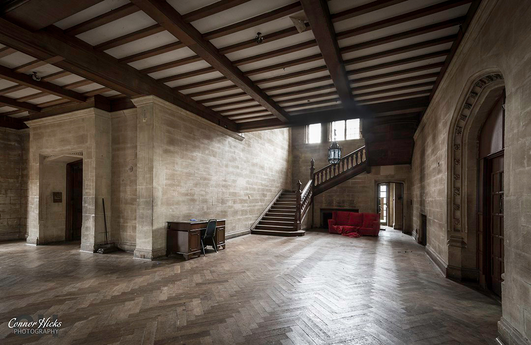 Carmel-College-Oxfordshire-Mansion-Main-Staircase