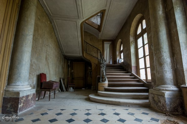 Chateau Des Bustes Stairs Urbex