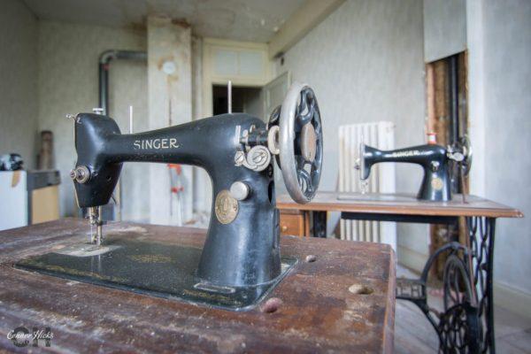 sewing machine hunters hotel