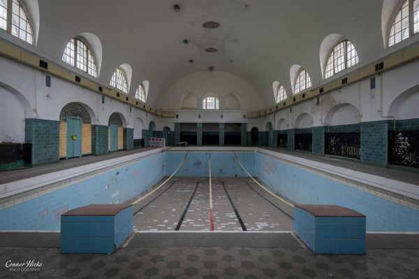 swimming pool urbex Haus Der Offiziere