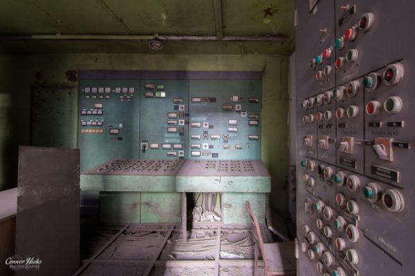 power station control room urbex