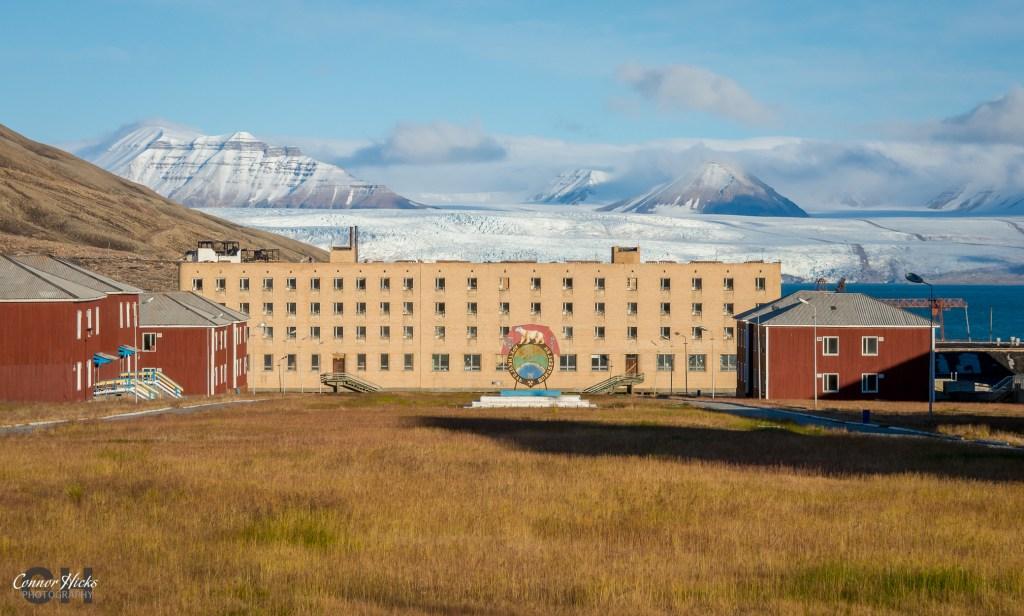 svalbard glacier pyramiden urbex 1024x616 Pyramiden, Svalbard