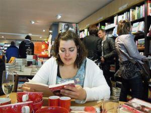 2013-05-25 Lezen en signeren bij boekhandel Logica (1)