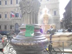 Piazza Farnese lampione sulla piazza.