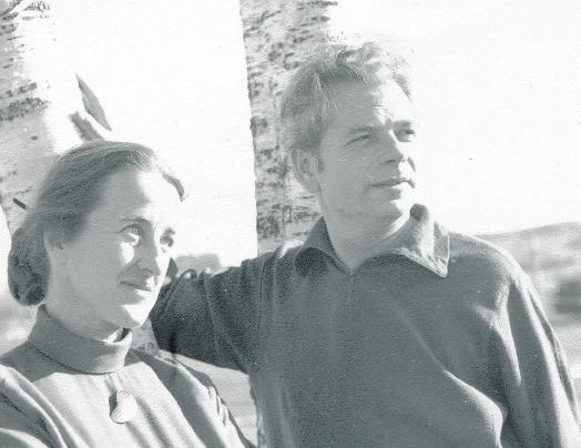 Wouter Bakkenes met zijn eer-ste vrouw, Han- neke Smits in de omgeving van Rotorua, in 1969. (Foto: privébezit familie)
