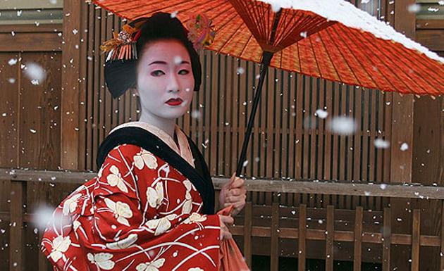 Pueden verse Geishas caminando por el distrito de Gion