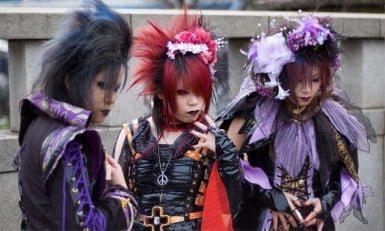 los japoneses visten raro