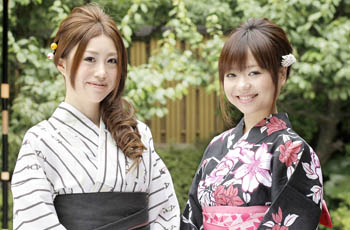 young women with yukata 2