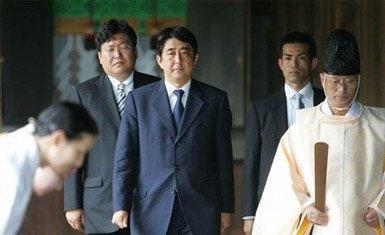 Shinzo Abe visita el santuario de Yasukuni