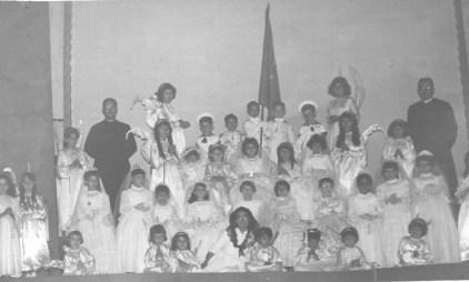1960. Comunión del Colegio de Conchita en el salón Parroquial del Carmen. Colección Juan Cabrera