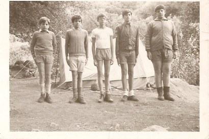 1970 - Acampada de los primero Boys Scouts de la iglesia del Salvador (Nueva Isleta). Juan Peña, Eloy, Paco, P. Machado y Luis