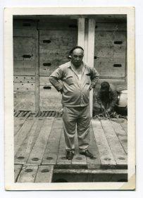 Vicente Vega Suárez, años 60 en la bodega de un barco, en El Puerto de La Luz. Foto de Delia Vega