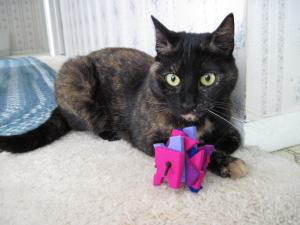 Moderncat_Stacks_wool_toy