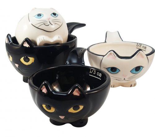 cat-measuring-cups