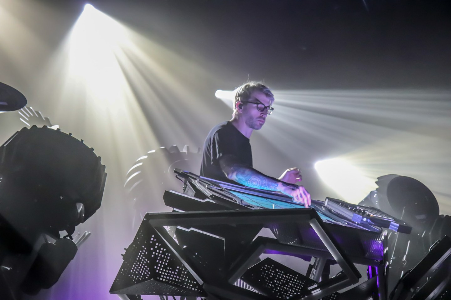 Ooah plays on The Blade 2.0 during The Glitch Mob's See Without Eyes tour