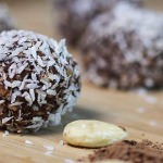 Easy Chocolate Truffles (no-bake, vegan, delicious)