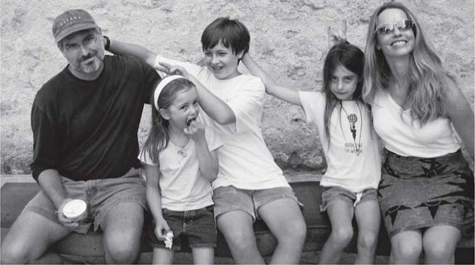 steve-jobs-with-family