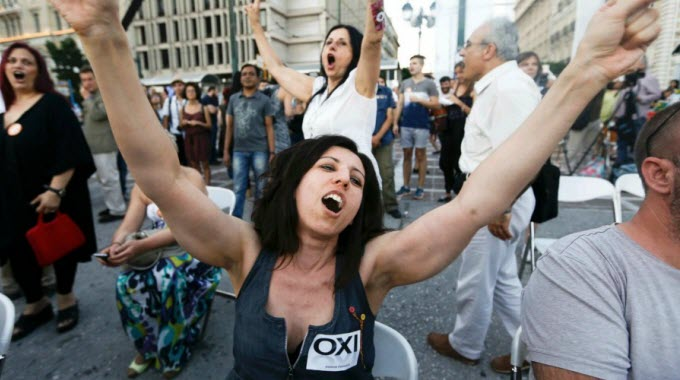upporters of the 'No' campaign are starting to celebrate in Athens. (Photo: Reuters)