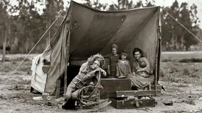 depression-era-family-in-tent