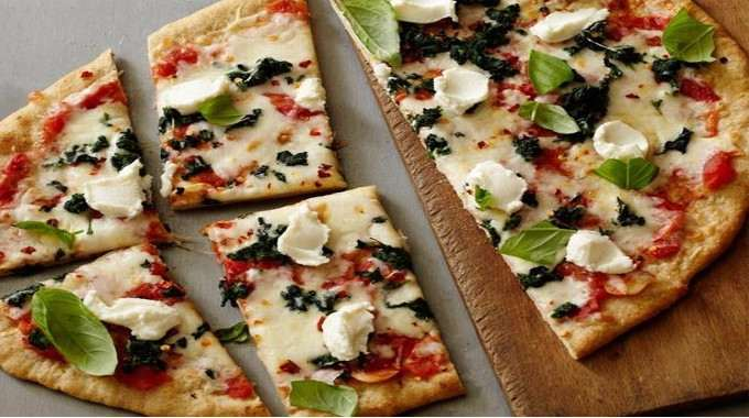 Healthy-Spinach-and-Ricotta-Pizza-compressed