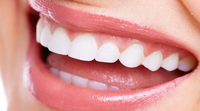 6 Ways To Naturally Whiten Your Teeth Conscious Life News
