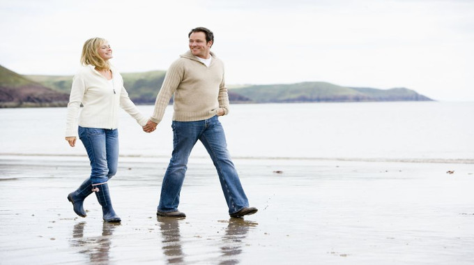 couple walking on th beach holiding hands