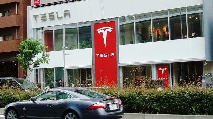 Tesla_Tokyo-compressed