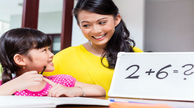homeschooling-mother-and-child-680x380