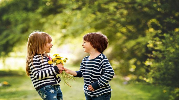 boy-giving-flowers-to-the-girl-compressed