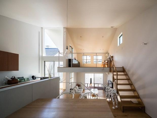 Une petite maison rythme par des deminiveaux  Conseils Dco