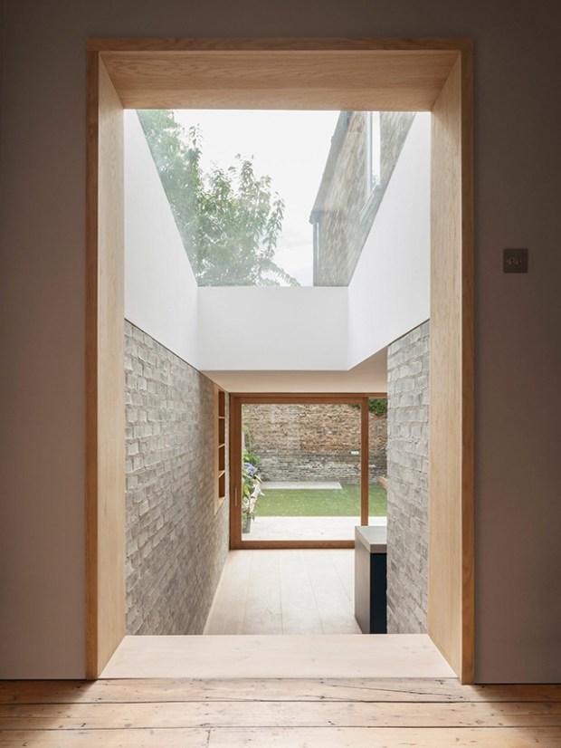 Une extension de maison qui combine subtilement la brique le bton et le bois  Conseils Dco