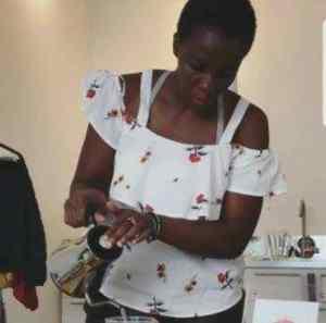 le pouvoir des histoires _ Maria Dion Gokan pendant un atelier de dégustation