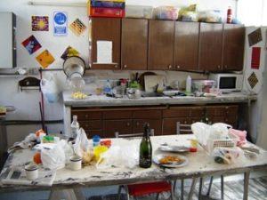 Si hay desorden u objetos amontonados en la cocina, el mensaje es de resentimiento o de fragilidad sentimental