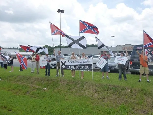 League of the South rallies in support of the Confederate Battle Flag in Harrison, AR (July 4, 2015)