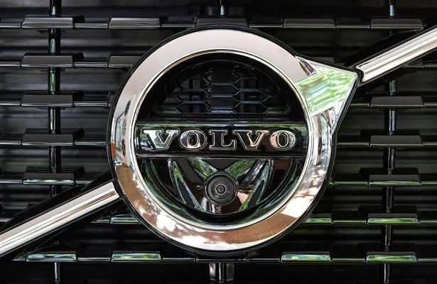 Volvo Class Action Lawsuit Android Auto Consider The Consumer