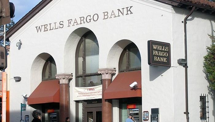 Wells Fargo Strict Dress Code Class Action Lawsuit 2021