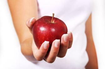 perché mangaire una mela al giorno fa bene