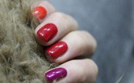 Quali colori di smalto usare sulle unghie corte