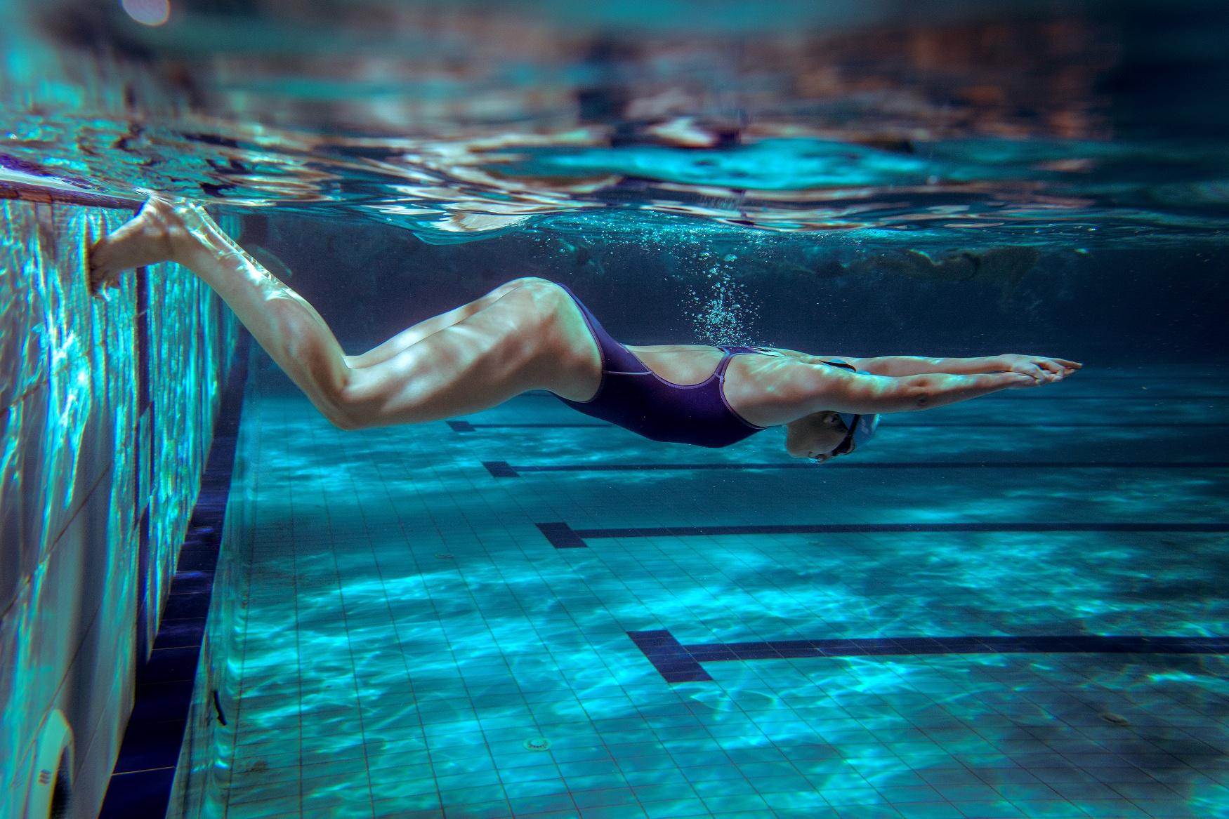 Nuoto in piscina tutto quel che serve  Consiglibenessereorg