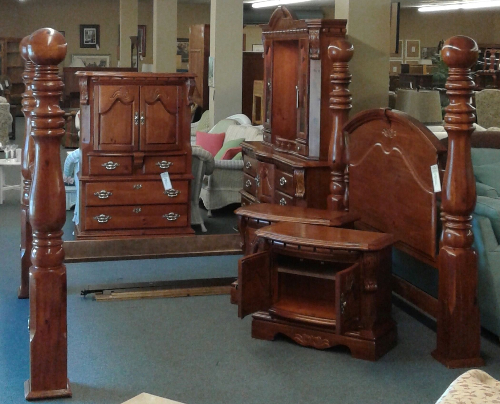 KING CANNON BALL BEDROOM SUITE  Delmarva Furniture Consignment