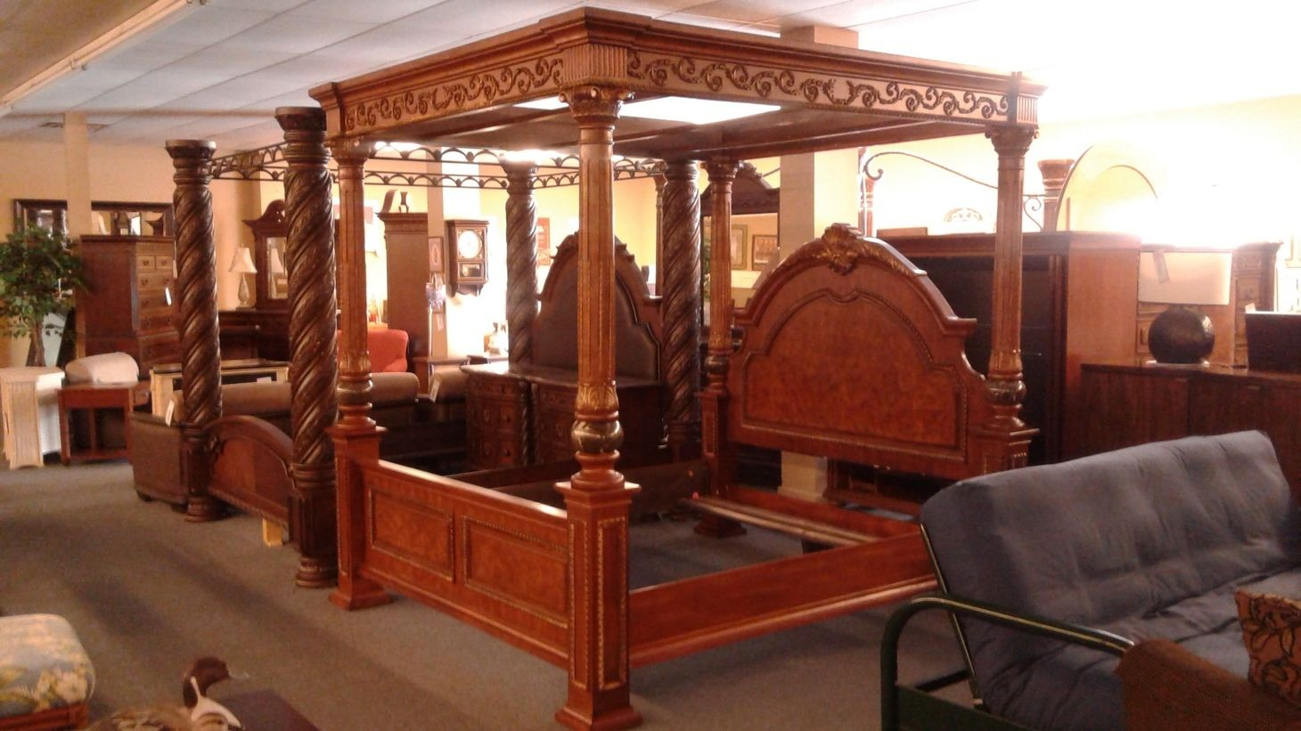 Old World King Size Canopy Bed