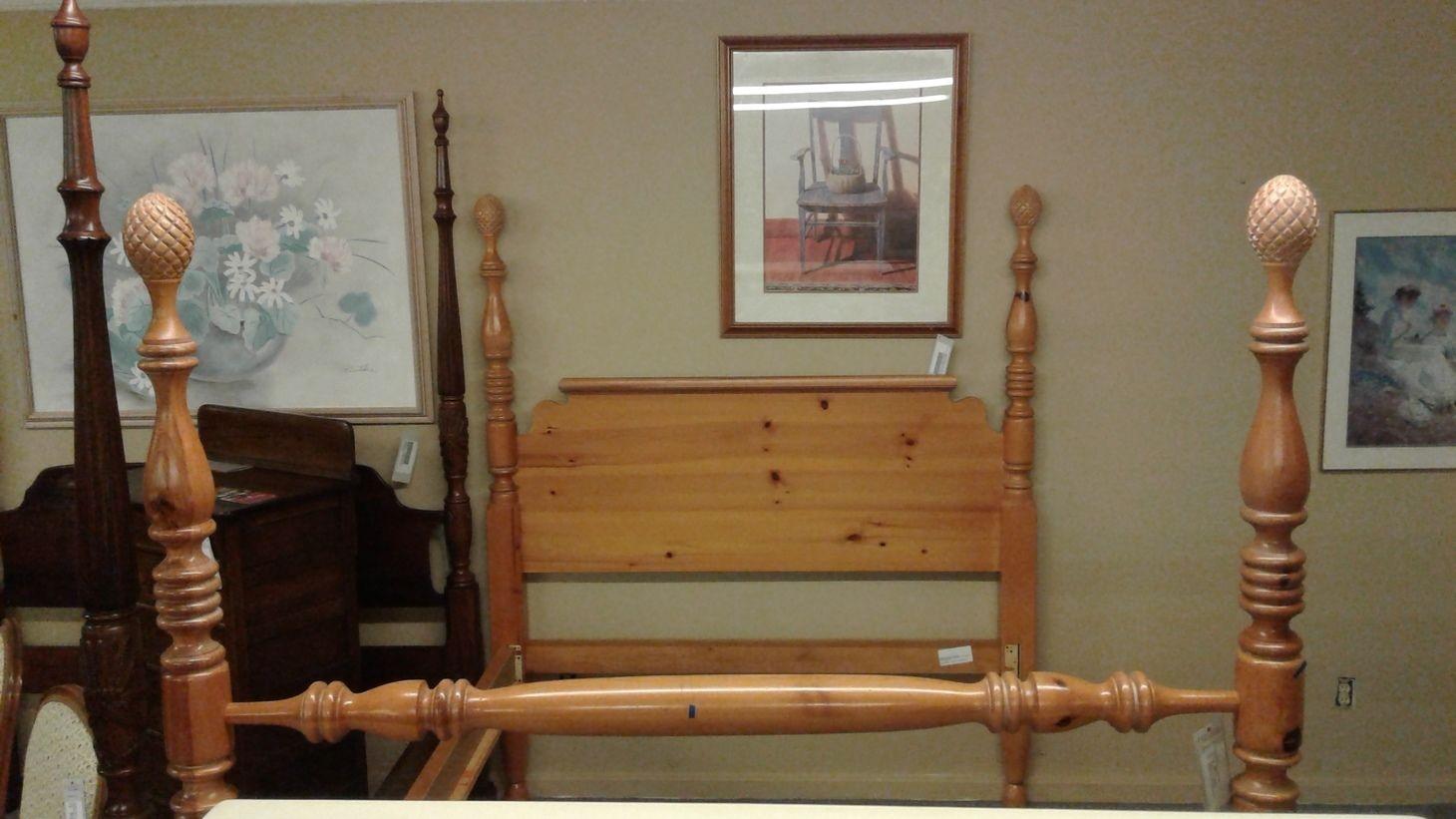 PINEAPPLE POST QUEEN BED Delmarva Furniture Consignment