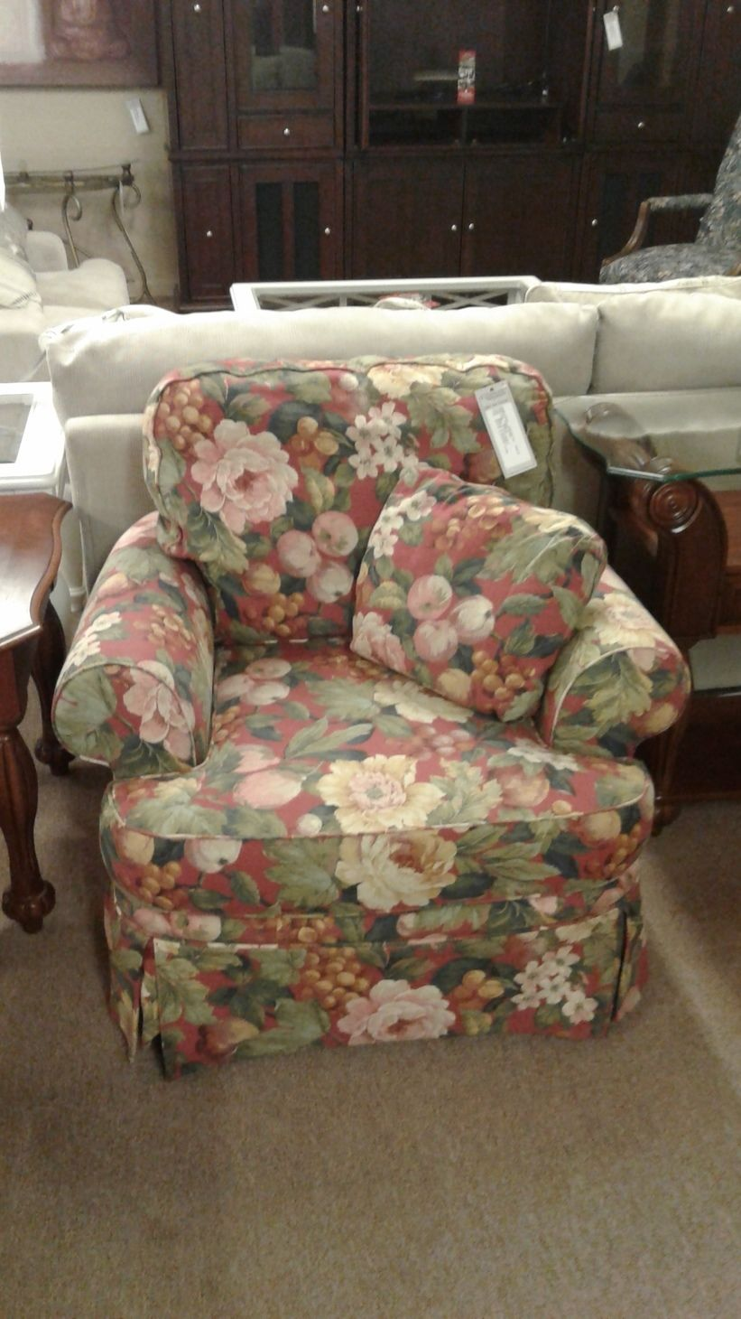 BROYHILL FLORAL CHAIR Delmarva Furniture Consignment