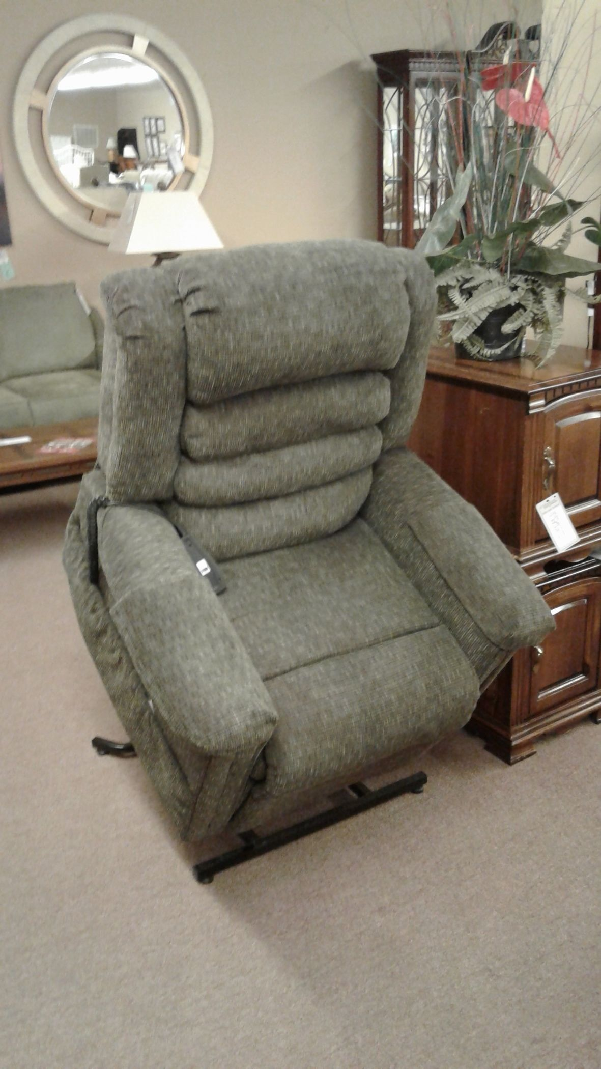 CATNAPPER GREEN LIFT CHAIR  Delmarva Furniture Consignment
