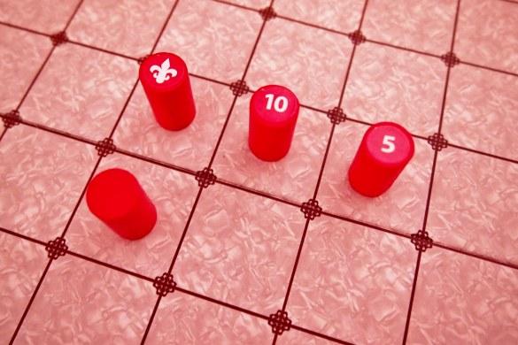 Las valiosas (10 y 5 puntos) están marcadas con una flor de lis. El resto, tienen un valor de un punto.