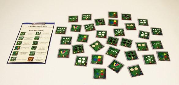 Las fichas de combo poseen requisitos muy diferentes para poder conseguirlas. A modo de guía, cada jugador dispone de una hoja resumen.