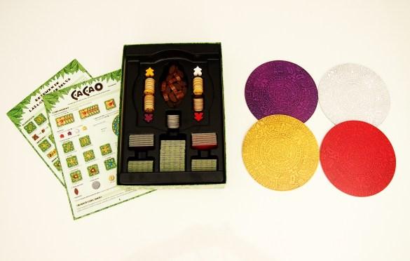 ¡A guardar el juego! La caja de Cacao cuenta con compartimentos para todos los componentes.