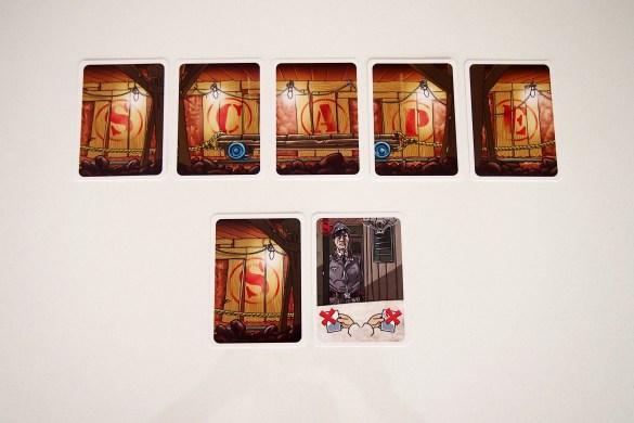Una carta puede ser jugada boca arriba, para completar el túnel, o boca abajo, para realizar su acción.