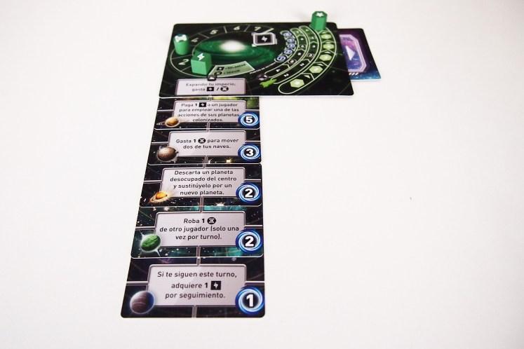 La partida termina cuando un jugador obtiene 21 puntos, ya sea a través de los planetas conquistados o de la expansión en su marcador imperial.