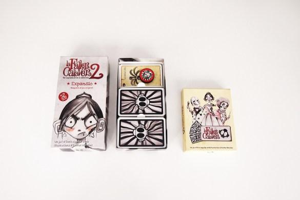 La caja de la Fallera Calavera 2 está diseñada para guardar en ella el juego completo.